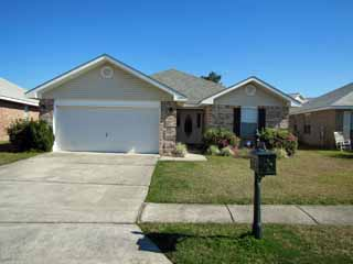 Sweet Retreat*4BR/2BA*Sleeps 10*Private Pool*Walk to the Beach!